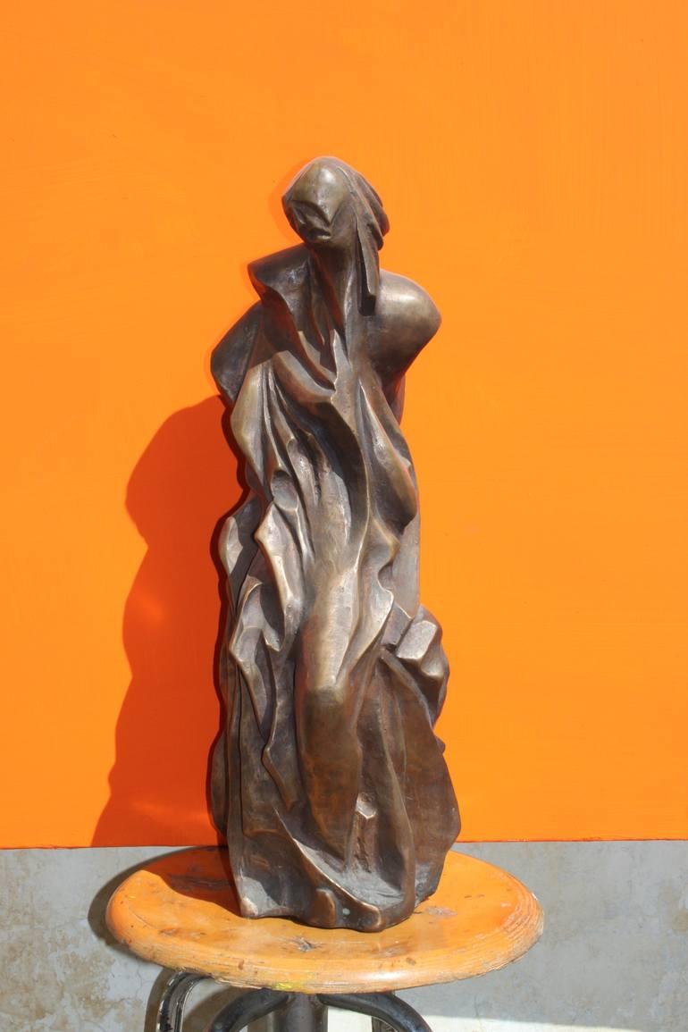 donna che cammina - scultura in bronzo - altezza 60 cm - 2012
